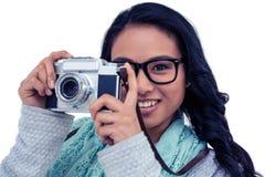 拍与数字照相机的亚裔妇女照片 免版税图库摄影