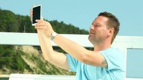 拍与智能手机的人照片 库存照片