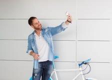 拍与机动性的偶然人一张照片 免版税库存图片