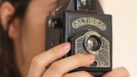 拍与老照相机的照片 股票录像