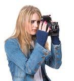 拍与葡萄酒影片照相机的女孩照片 免版税库存照片