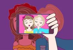 拍两个女孩的Selfie照片手举行巧妙的电话做鸭子面孔 向量例证