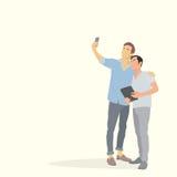 拍在巧妙的电话举行片剂的两个剪影人Selfie照片 库存照片
