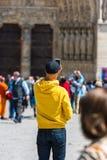 拍在街道上的人照片 免版税库存图片