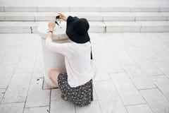拍摄在观光旅游中的游人 免版税库存照片