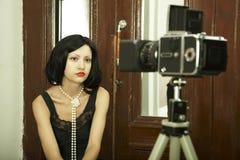 拍摄年轻人的夫人 免版税图库摄影