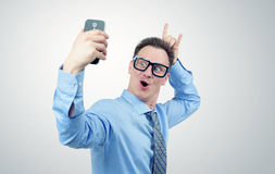 拍摄的滑稽的商人在智能手机 图库摄影