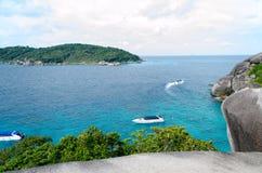 拍照片在帆船岩石观点  免版税图库摄影