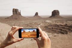 拍照片在纪念碑谷 免版税库存图片