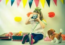 拍照片的女孩 库存图片