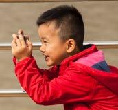 拍照片的孩子 库存照片