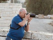 拍照片的摄影师在Mt Scopus在耶路撒冷在以色列 免版税库存图片