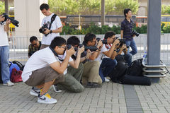 拍照片的摄影师 免版税库存照片