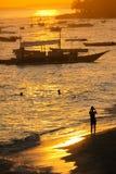 拍Alona海滩- Panglao,菲律宾的照片旅客 免版税库存照片