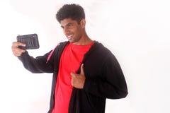 拍selfie照片的愉快的年轻印地安人 免版税库存照片