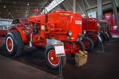 拖拉机华氏HG25 Holzgas (木气体发电器), 1943年 库存照片