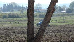 拖拉机地面为播种做准备 股票录像
