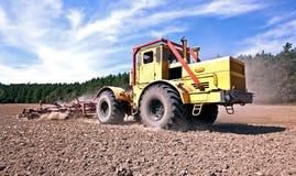 拖拉机工作 免版税库存图片