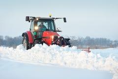 拖拉机清洁雪 免版税图库摄影