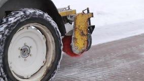 拖拉机清洁雪雪投掷器 股票视频