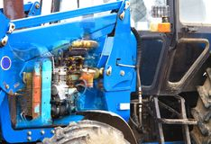 拖拉机用内燃机的看法通过身体 库存照片