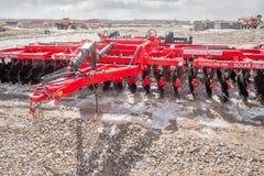 拖拉机的农业设备在陈列 免版税库存照片