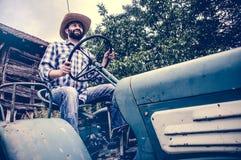 拖拉机的农夫 库存照片