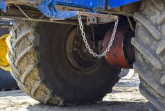 拖拉机的轮轴 免版税图库摄影