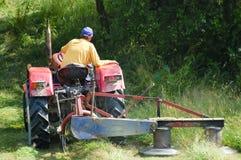 拖拉机转台式刈草机 库存照片