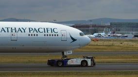 拖曳国泰波音777  股票视频
