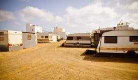 拖车镇 在旅馆之间的贫民窟 费埃特文图拉岛 库存图片
