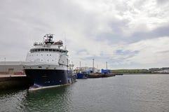 拖轮在港口 图库摄影