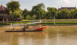 拖轮在Chaophraya河 免版税库存照片