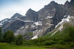 拖钓墙壁是最高的垂直的岩石面孔在欧洲, abou 库存照片