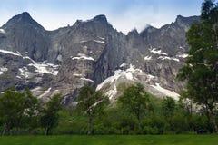 拖钓墙壁是最高的垂直的岩石面孔在欧洲, abou 库存图片