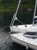 拖钓的海湾的看法在挪威 蓝色航行海运游艇 挪威海湾 库存照片