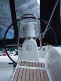 拖钓的海湾的看法在挪威 蓝色航行海运游艇 挪威海湾 免版税库存照片