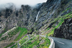 拖钓道路在挪威 库存图片