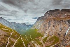 拖钓道路Trollstigen山路在挪威 免版税库存图片