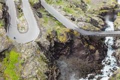 拖钓道路Trollstigen山路在挪威 免版税图库摄影