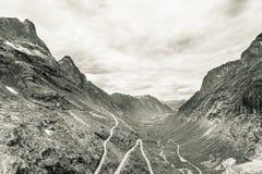 拖钓道路Trollstigen山路在挪威 库存图片