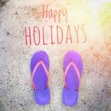 拖鞋/触发器/阵雨凉鞋在紫色和桃红色颜色在水泥地板上 免版税库存图片
