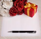 招呼与花和礼物的空插件 图库摄影