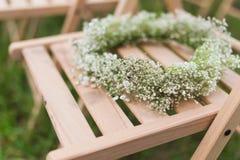 招待会婚礼木头椅子 免版税库存图片