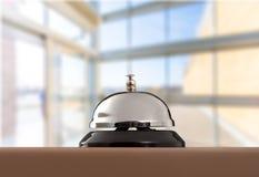 招待会服务在被弄脏的背景的书桌响铃 免版税库存照片