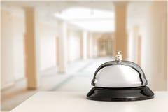 招待会服务在轻的背景的书桌响铃 免版税库存图片
