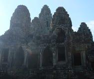 拜伦巨大的古庙在柬埔寨 中世纪寺庙在印度支那 古老文明建筑艺术  Bayon 免版税库存图片