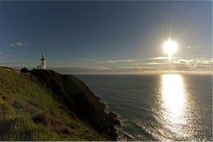 拜伦海湾灯塔到距离里 免版税库存图片