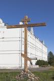 崇拜十字架以记念市的所有失去的寺庙Belozersk在Belozersky克里姆林宫的疆土在沃洛格达州reg的 库存图片