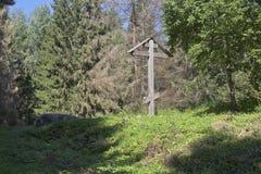 崇拜在山Maura的十字架在沃洛格达州地区 免版税库存照片